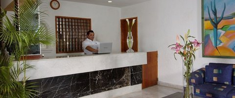24 hours reception. Beach House Imperial Laguna Cancún Hotel