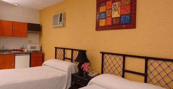 Classic Beach House Imperial Laguna Cancún Hotel