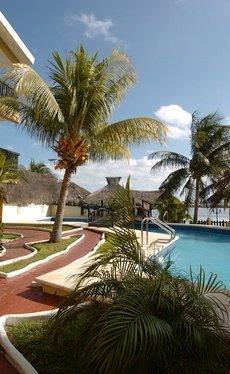 Relax Beach House Imperial Laguna Cancún Hotel